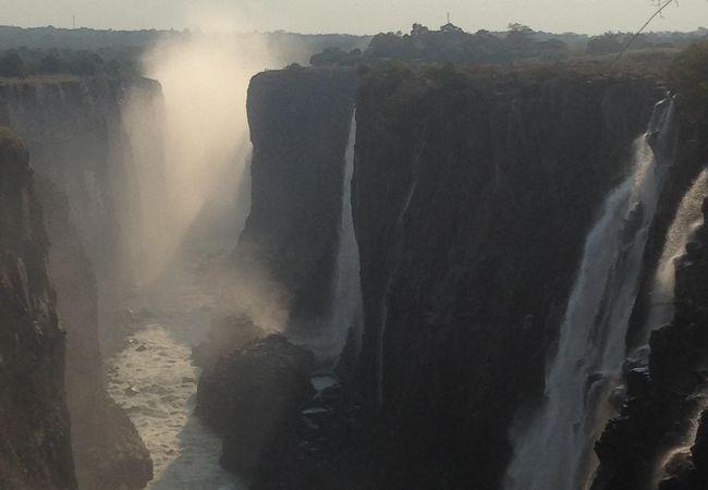 世界三大瀑布 制覇 ☆*:.。. o(≧▽≦)o .。.:*☆   ジンバブエだけじゃなく やっぱり ザンビア側からも 見ないとね!