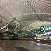 なかなか立派な空港です!