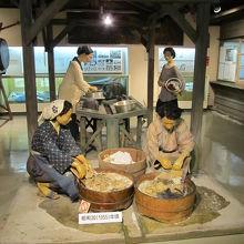 生活館 炭鉱で働いていた人や、その家族の生活風景を復元。