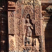 東洋のモナリザと言われるデヴァダー彫刻