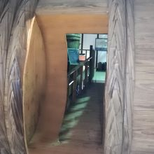 大桶の中を通って奥の展示に進んでいきます。