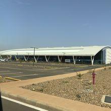 ディオリ・ハマニ空港 (NIM)