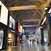 ターミナルは一つのコンパクトな空港