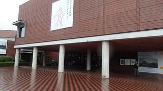 赤石温泉から帰る途中、山梨県立美術館に寄りました