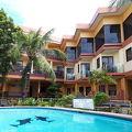 ビーチ前のホテル