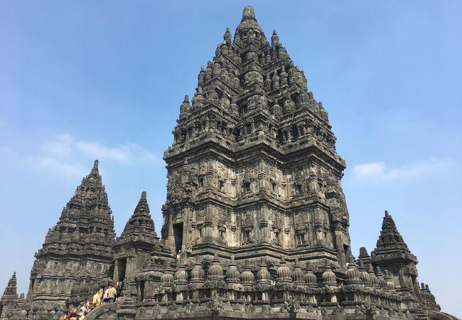 ヒンドゥー教と仏教の壮大な遺跡群