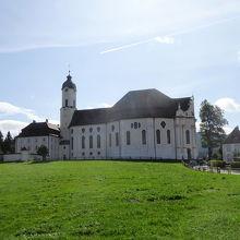 草原に建つヴィース教会