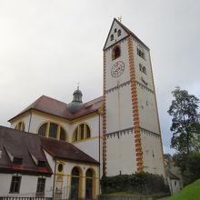 高い塔が目印