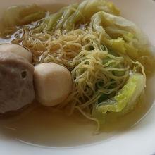 麺料理は三種類あり、日本式のうどんもありました