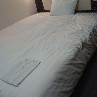 シングルの部屋なのにベッドがセミダブルくらいの大きさ