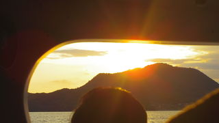 夕焼け綺麗な粟島汽船