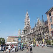 旧市街地の中心にある広場です。