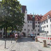 旧市街地の中心的なエリアにあります。