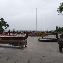 頂上の広場
