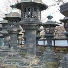 諸大名から奉納された石灯籠