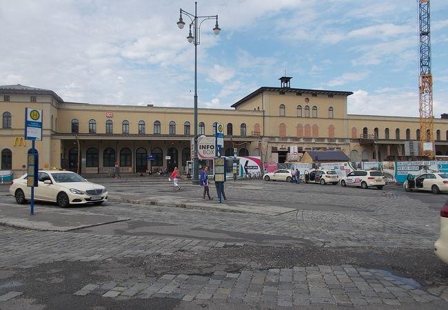 旧市街地の外で西側にあります。