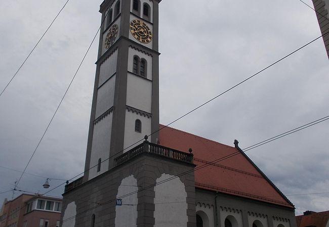 旧市街地の中心的な場所にあります。