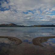 静かにゆれる湖面が美しい