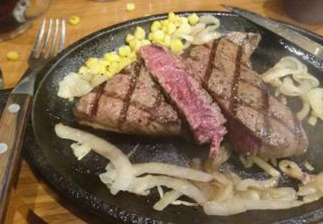 カレーも食べ放題のステーキ屋