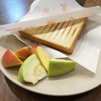 朝食。ハム卵チーズのホットサンド。