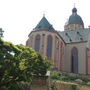 大聖堂から歩いて行きました