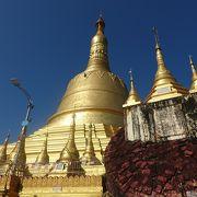 高さ114mの仏塔