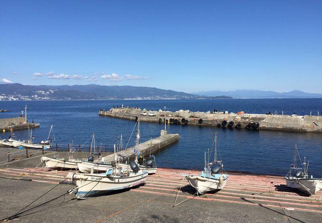 海も空も青く輝いていた初島港