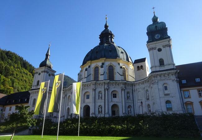壮大な教会