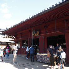 寛永寺の天海僧正が京都の清水寺を模して建造した、上野で一番古いお堂