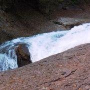 はっきり言う、この滝は前座、でも豪勢