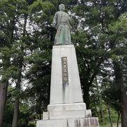 富山城址公園内にあります