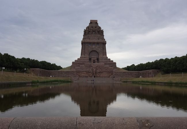 諸国民戦争記念碑