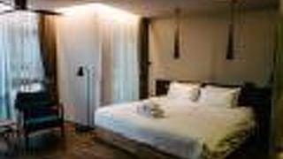ティンツ オブ ブルー ホテル