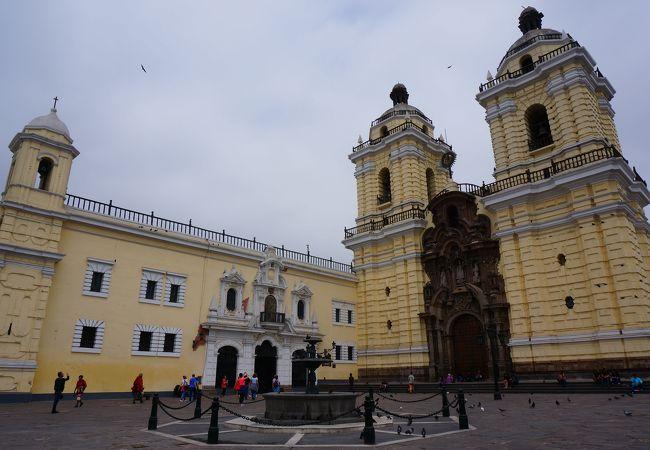 旧市街にある教会