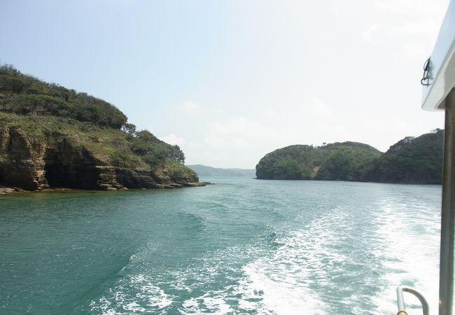 遊覧船に乗ってエメラルドグリーンの海へ