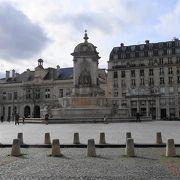 噴水のある立派な広場