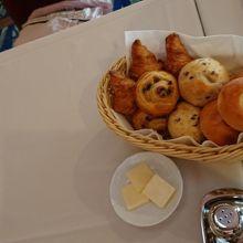 朝食もおいしかった。パンはおかわり自由とのこと