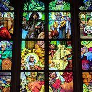 ミュシャのステンドグラスの細部を見たい方は大聖堂の公式サイトへ&夜のライトアップも美しい