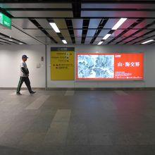 台北駅地下通路の空港線への順路