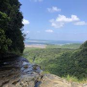 滝の上からの眺望は最高です