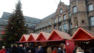 市役所前の広場
