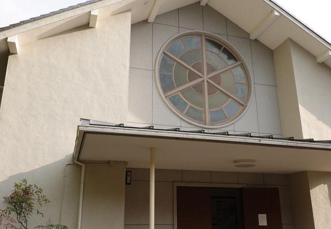 彦根城のお濠沿いに建つ瀟洒な教会