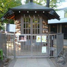 鳩森八幡神社の将棋堂です。神社に将棋施設があるのは特異かも。