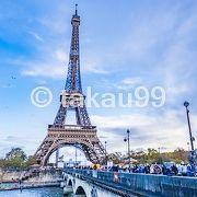 世界遺産登録の範囲はかなり広くて、エッフェル塔を始めいろいろな歴史的建物が登録されています。