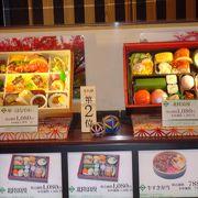 金沢駅ビル内の、金沢百番街、、おいしそうなお弁当屋さんや、土産物売場