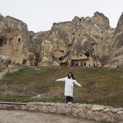 奇形岩の中に教会!?
