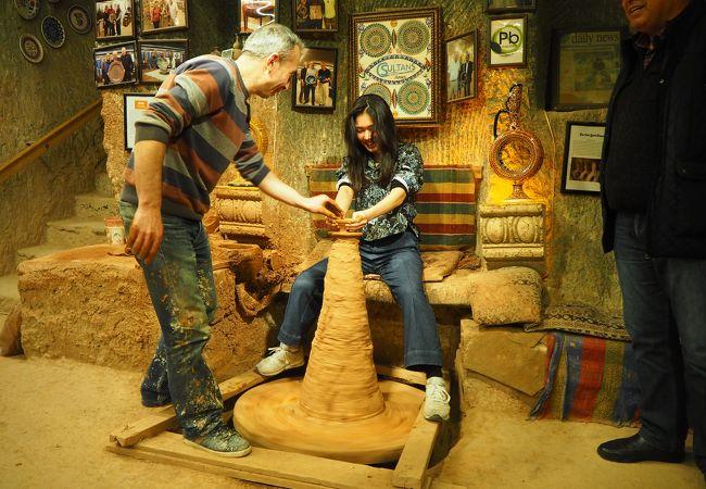 伝統的な陶器を見て、買えて、作る体験ができる!