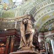 世界で最も美しい図書館