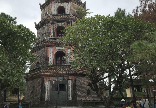 広い境内を持つお寺