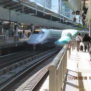 東京駅21番線で、山形新幹線「つばさ 135号」を待っています